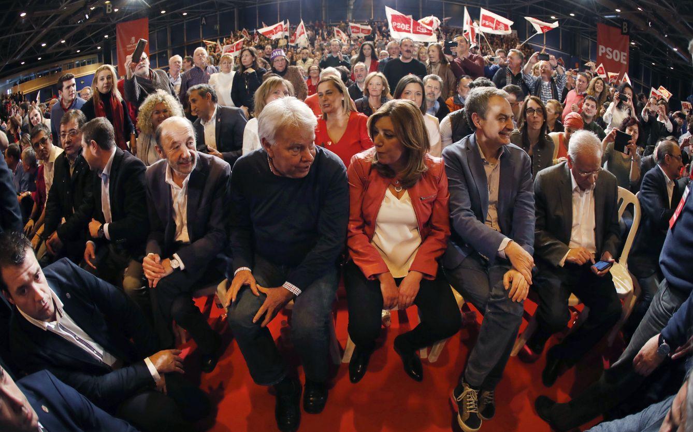 Foto: Susana Díaz, con Alfredo Pérez Rubalcaba, Felipe González, José Luis Rodríguez Zapatero y Alfonso Guerra, este 25 de marzo en el pabellón 1 de Ifema de Madrid. (EFE)