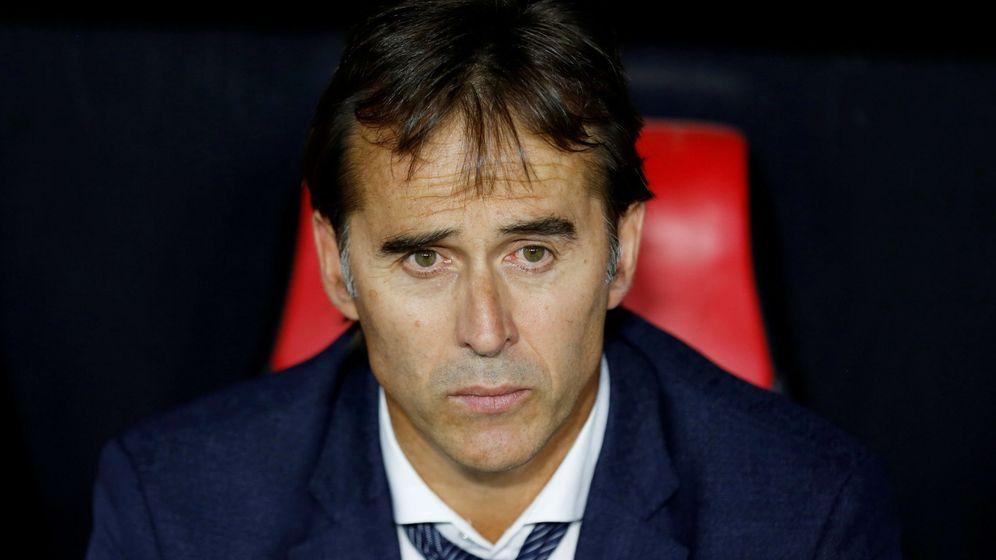 Foto: Julen Lopetegui en el banquillo del Sánchez Pizjuán. (Reuters)