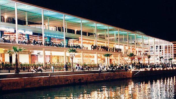 Foto: El centro comercial Panoramis se ubica junto a las láminas de agua del puerto de Alicante. (Panoramis)