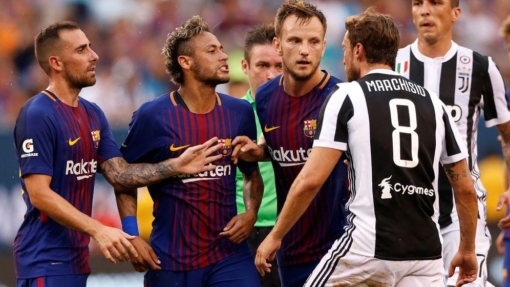 Foto: Neymar se encara con jugadores de la Juventus en el primer partido de la pretemporada. (Reuters)
