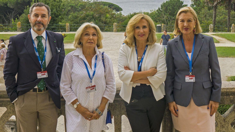 El abogado e historiador Ramón Baiget, Beatriz de Orleans, la periodista Nieves Herreroy la licenciada en Psicología y Comunicación Alicia Viladomat, en una imagen de archivo. (EFE)