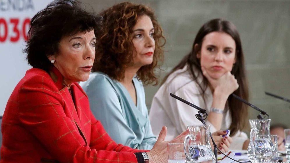 Foto: Celaá, María Jesús Montero e Irene Montero, durante la última rueda de prensa del Consejo de Ministros. (EFE)