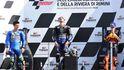 Viñales gana gracias a la caída de Bagnaia y lidera el triplete español en Misano