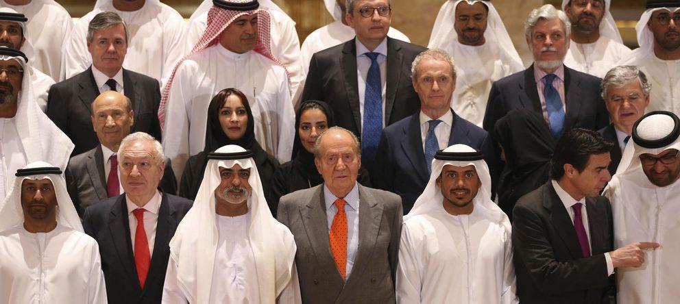 El Rey comienza en Abu Dabi su gira con los empresarios con las renovables de fondo