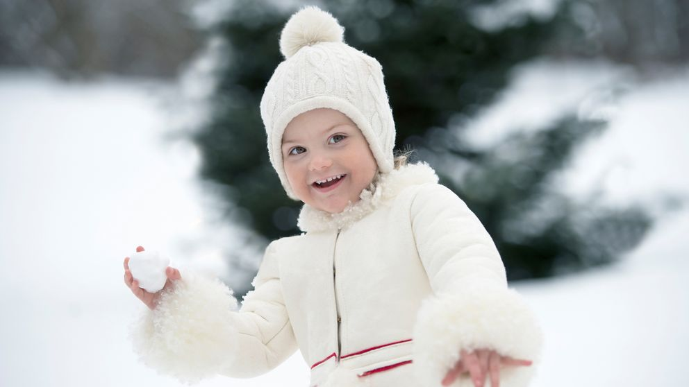 La princesa Estelle celebra su tercer cumpleaños bajo la nieve