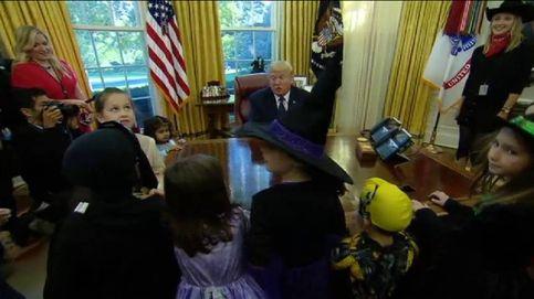 Trump reparte dulces a hijos de periodistas por Halloween