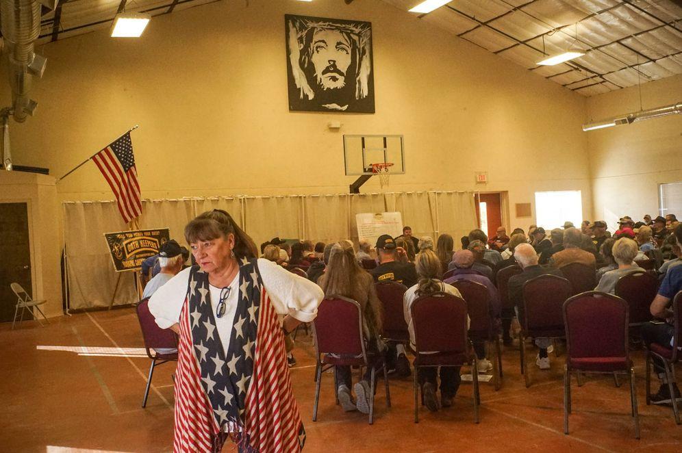 Foto: Charla del invitado, el locutor de radio David Hodges, en la First Baptist Church. (Guillermo Cervera)