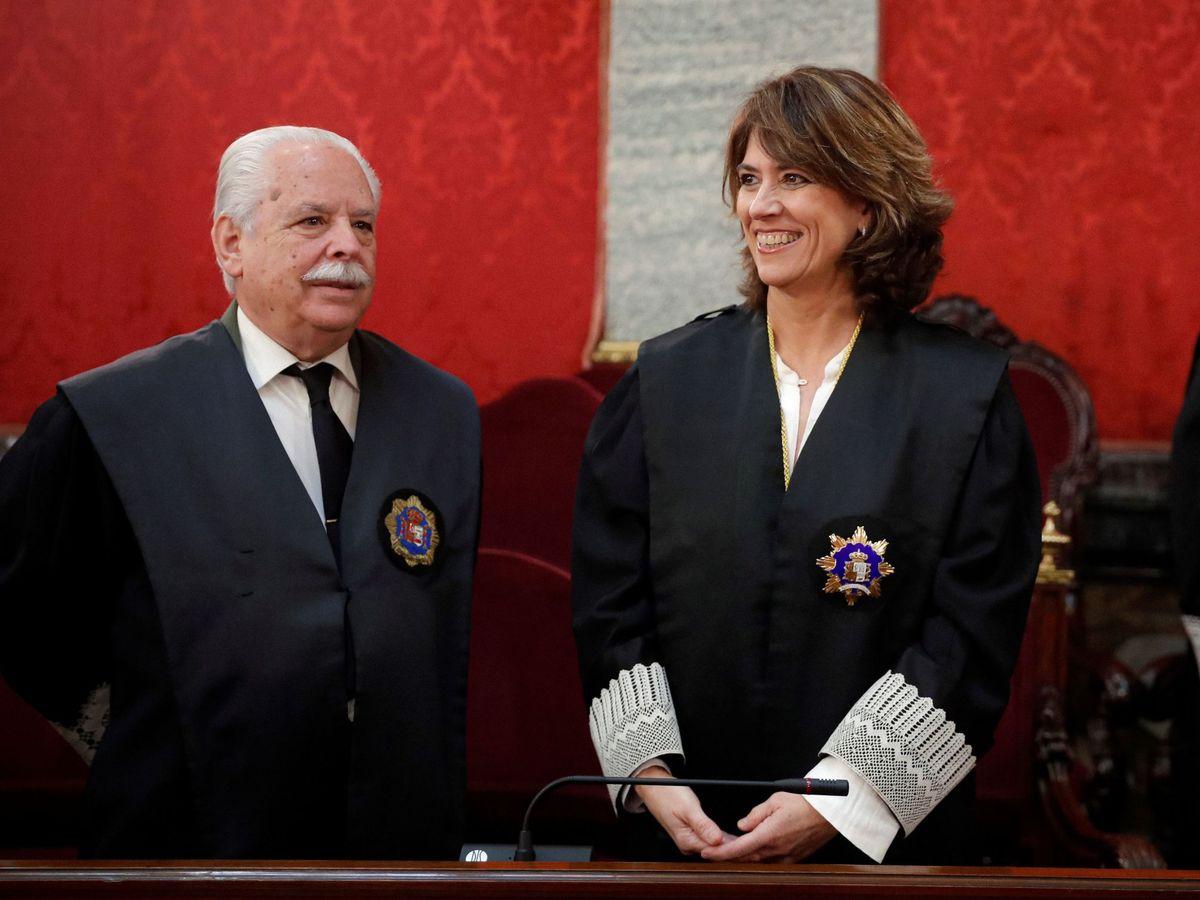 Foto: Dolores Delgado, junto al fiscal Navajas. (EFE)