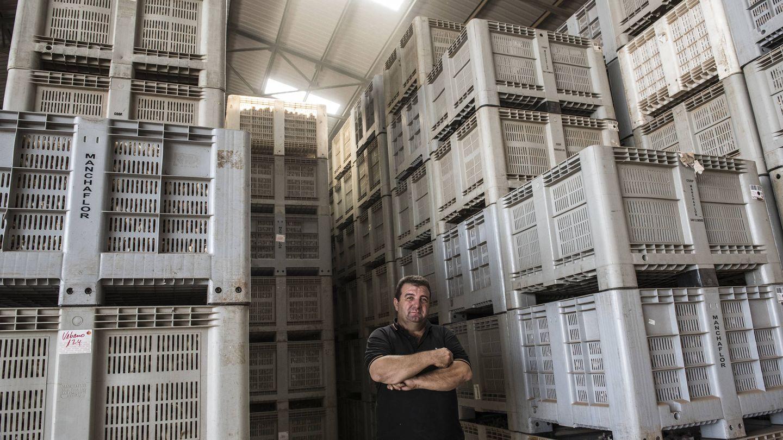 Enrique, el agricultor manchego al que le robaron 13.000 kilos de ajos en Casas de Haro (Cuenca) este julio. (N. L. P.)