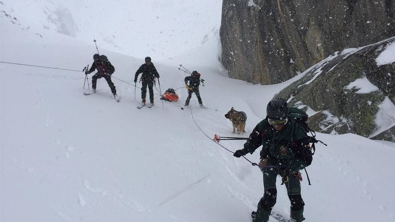 Foto: La Guardia Civil durante un rescate en Monte Perdido. (EFE)