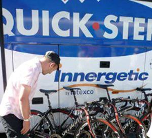 La Policía francesa registra el autobús del equipo Quick Step