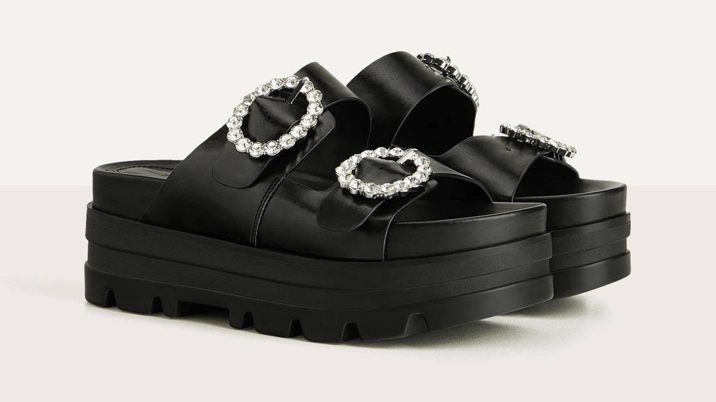 Sandalias de Bershka. (Cortesía)
