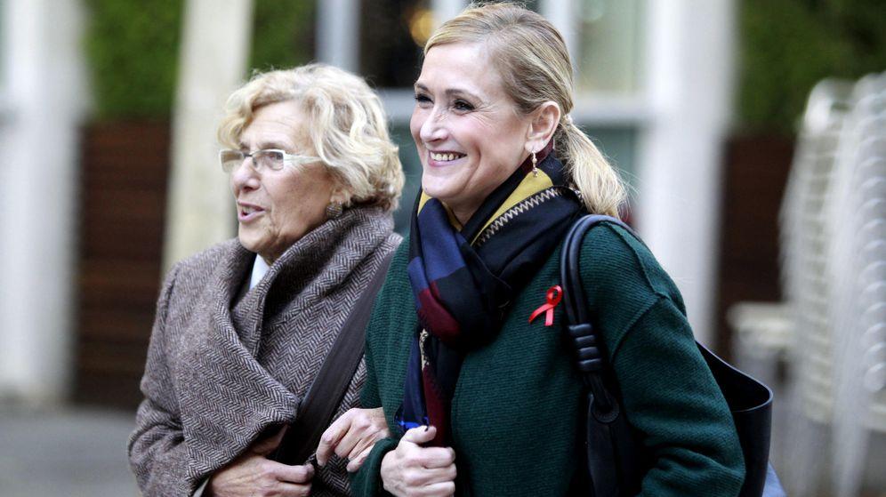 Foto: La presidenta de la Comunidad de Madrid, Cristina Cifuentes, y la alcaldesa de la ciudad, Manuela Carmena. (Efe)