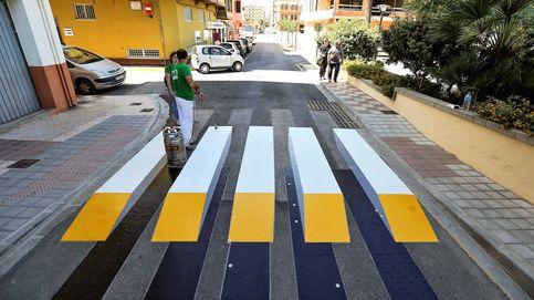 Pirmer paso de peatones en 3D de España y las efímeras toman el vuelo: el día en fotos