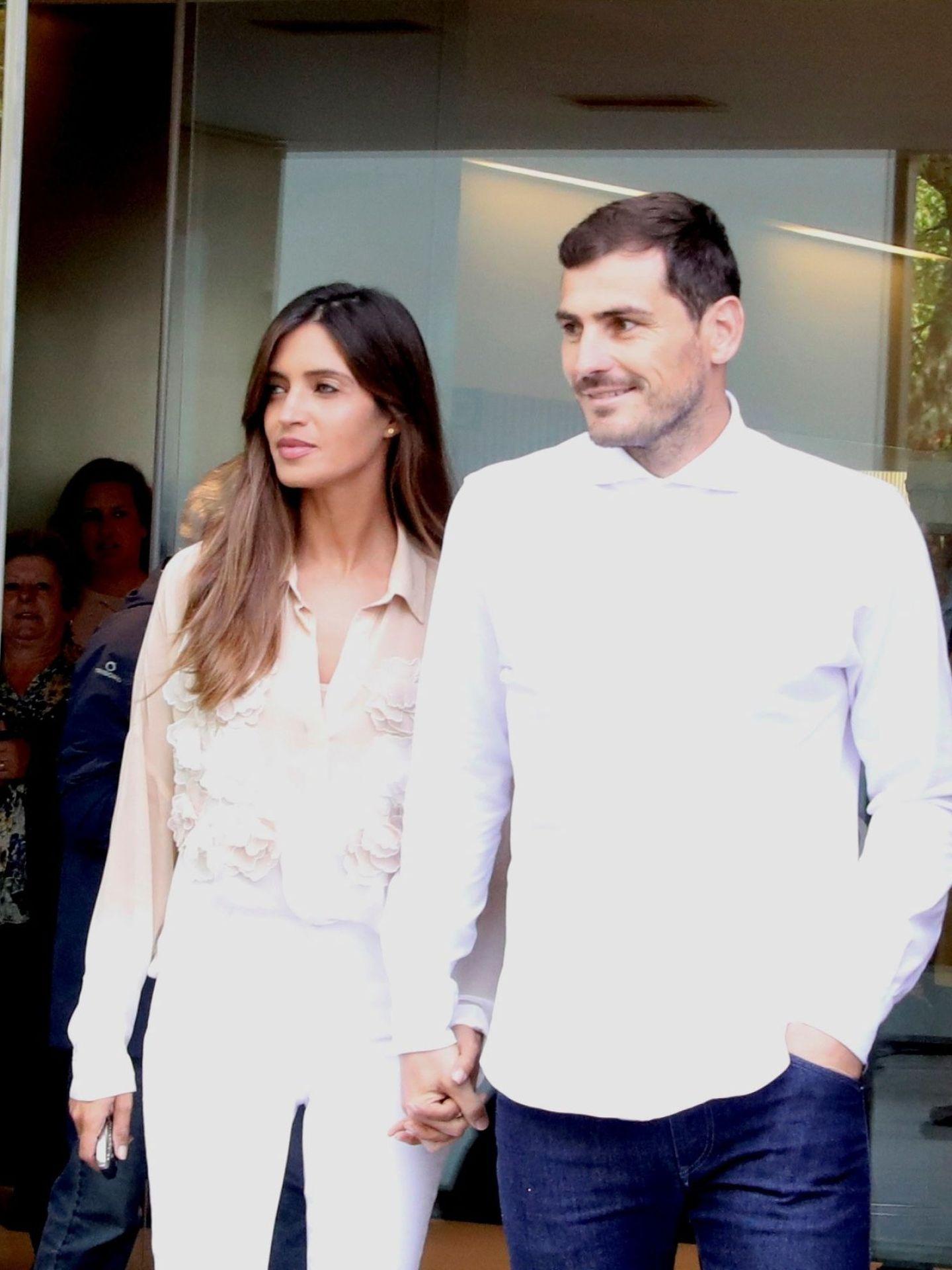 Iker y Sara, el día que él abandonó el hospital tras sufrir un infarto. (EFE)