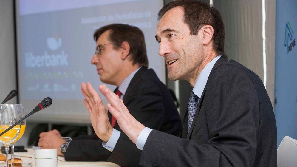 Foto: Manuel Menéndez (d), presidente de Liberbank.