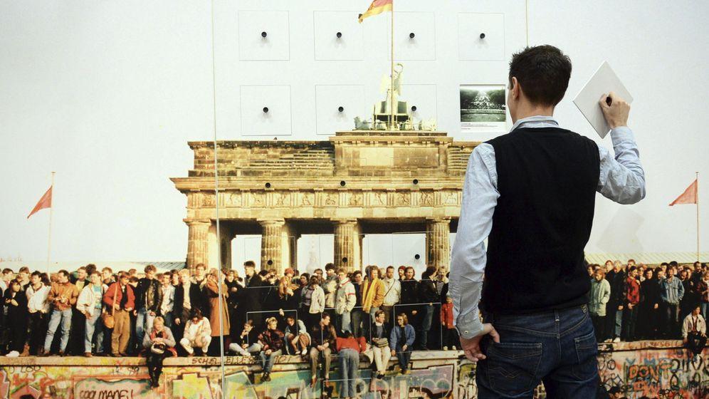 Foto: Una obra de arte interactiva sobre la caída del Muro, en el Ministerio de Justicia alemán, en Berlín, el 3 de noviembre (Efe).