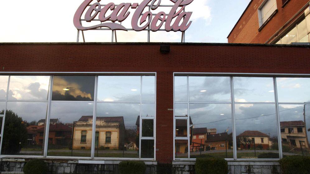 Foto: Fachada de una de las plantas de Coca-Cola Iberian Partners. (EFE)