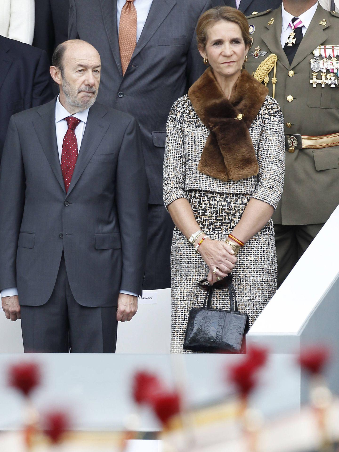 La infanta Elena junto a junto a Alfredo Pérez Rubalcaba en 2012. (Gtres)