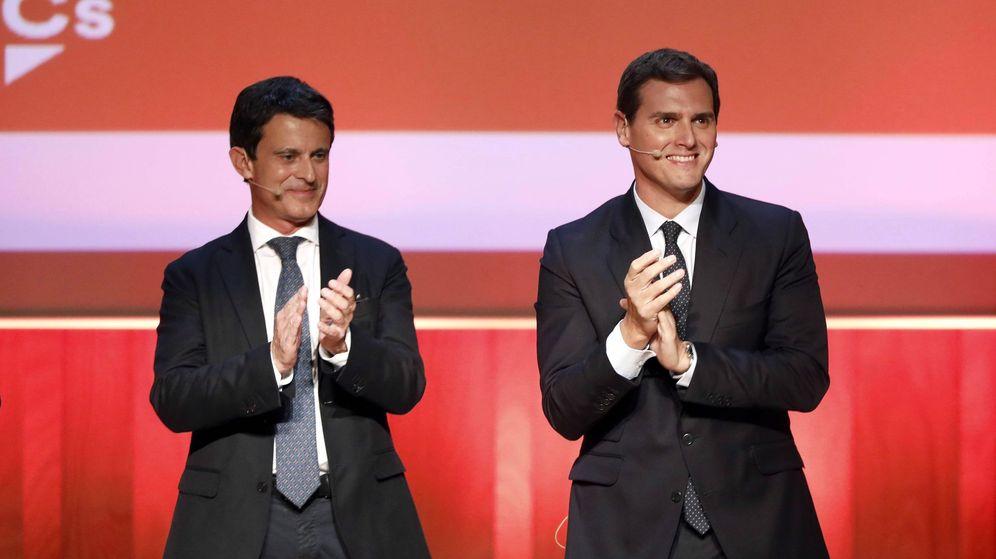 Foto: Fotografía de archivo del presidente de Ciudadanos, Albert Rivera (d), y Manuel Valls. (EFE)