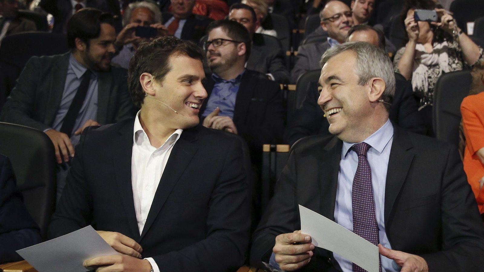 Foto: El presidente de Ciudadanos, Albert Rivera, junto al responsable económico, Luis Garicano, en una foto de archivo. (EFE)