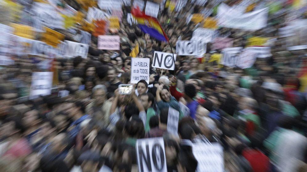 Foto: Manifestación de 2013 contra los recortes y la Ley Orgánica de Mejora de la Calidad Educativa. (EFE)