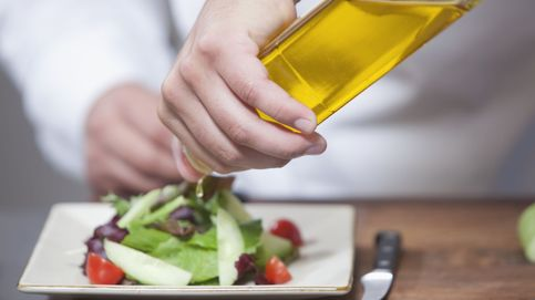 El aceite de oliva en aceitera sin etiquetar provoca un '¿Peeerdona?' entre clientes