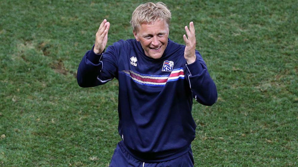 Foto: Heimir Hallgrimsson celebra la victoria ante Inglaterra. (EFE)