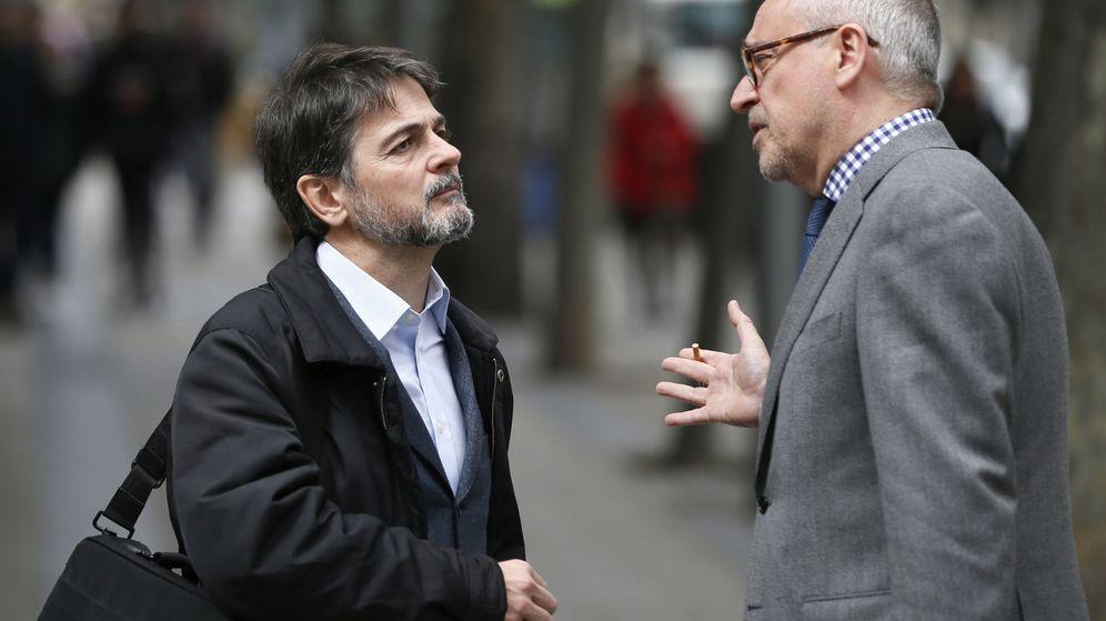 Foto: El exdiputado de CiU Oriol Pujol (i), conversa con su abogado, Xavier Melero. (EFE)