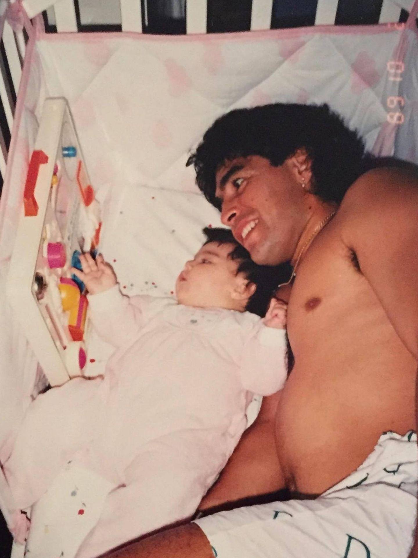 Gia recuerda a su padre en las redes sociales. (Instagram @giamaradona)