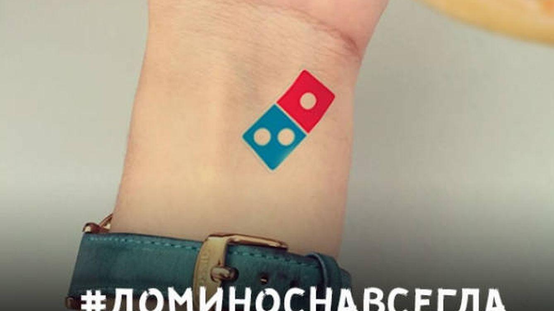 Domino's retira una promoción por su éxito: pizza gratis para siempre por tatuarte su logo