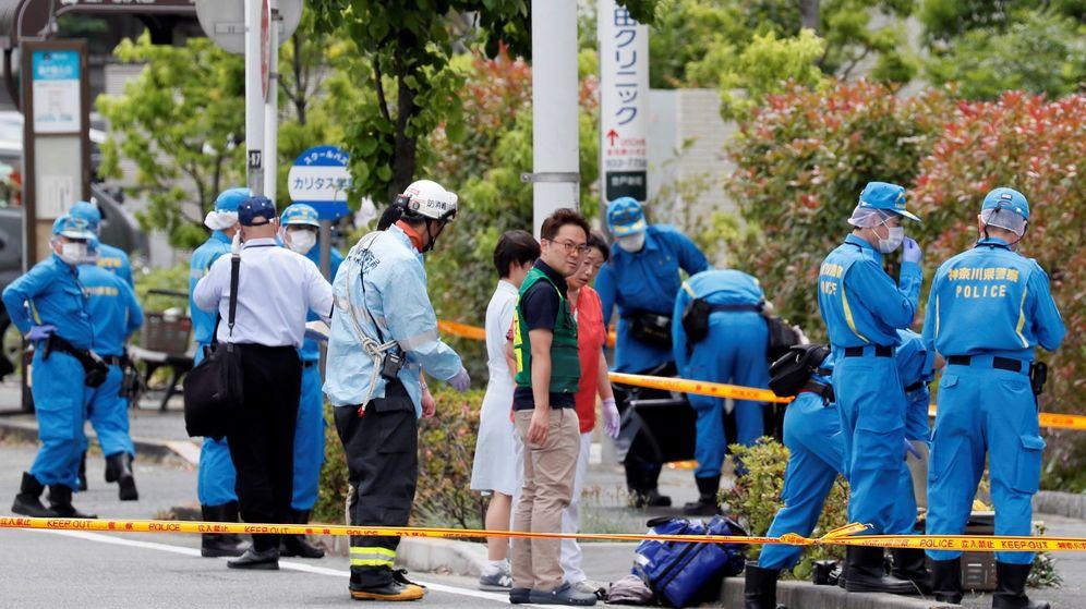 Foto: Policías trabajan en el lugar donde se ha perpetrado un ataque con arma blanca, en la localidad de Kawasaki, al sur de Tokio (Japón). (EFE)