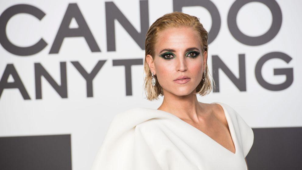 Ana Fernández vuelve al rubio platino hasta las raíces