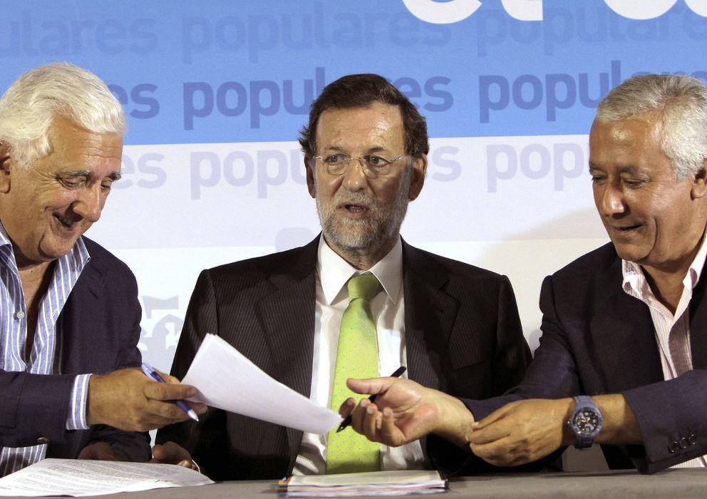 Foto: Santiago Herrera (i) junto a Rajoy y Arenas en una imagen de 2011 (Efe)