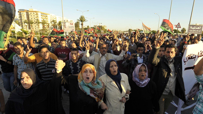Ciudadanos libios protestan en Bengasi contra las milicias armadas a principios de noviembre (Reuters).