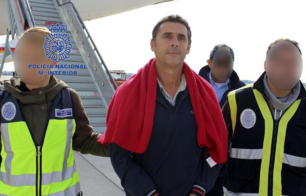 Foto: Juan Jesús Narváez Goñi a su llegada a Madrid tras su detención en 2014 en México. (EFE)