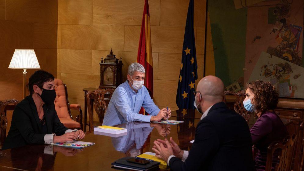 Foto: Reunión de los representantes de Bildu con el Gobierno. (EFE)