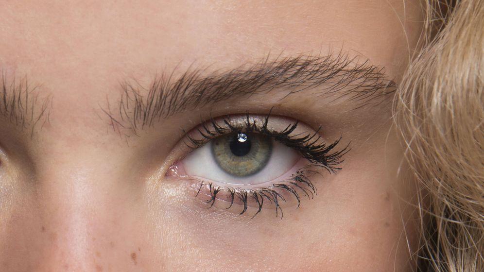 Foto: Maquilla las pestañas inferiores con un efecto araña de tendencia. (Imaxtree)