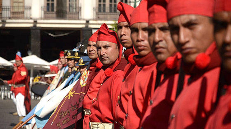Milicias argentinas, con barretina calada en honor al general Güemes.