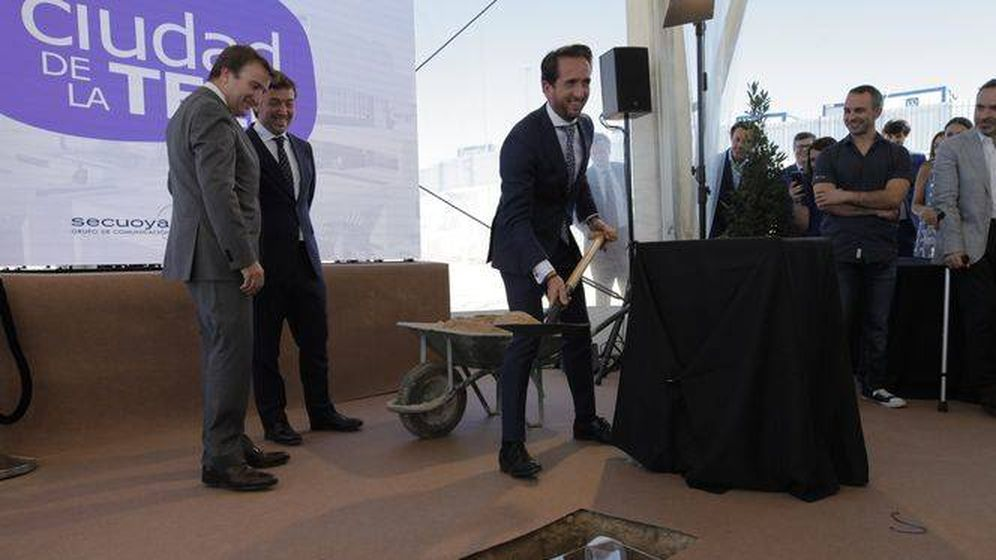 Foto: Raúl Berdonés, presidente del Grupo Secuoya, pone la primera piedra de la Ciudad de la Tele.