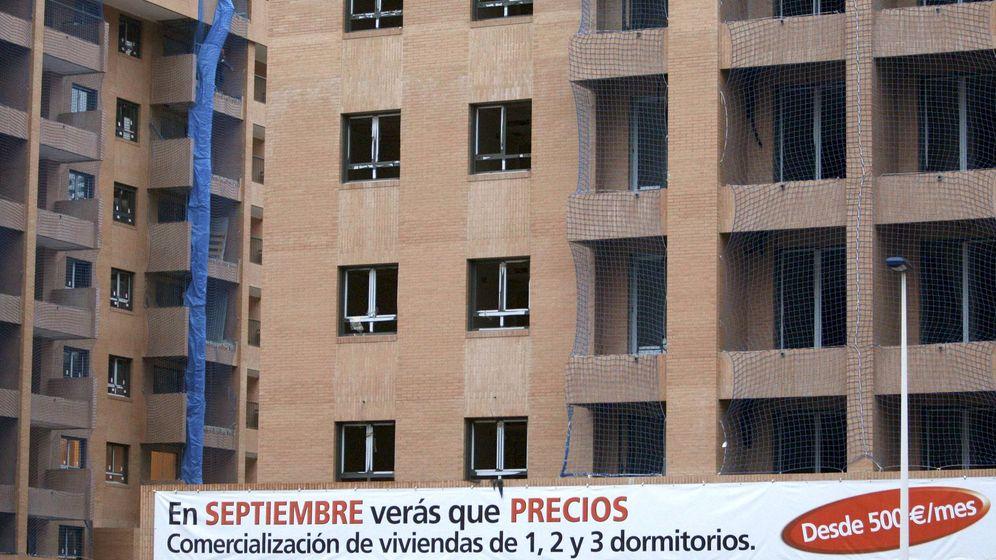 Foto: Un edificio de viviendas en venta. (EFE)