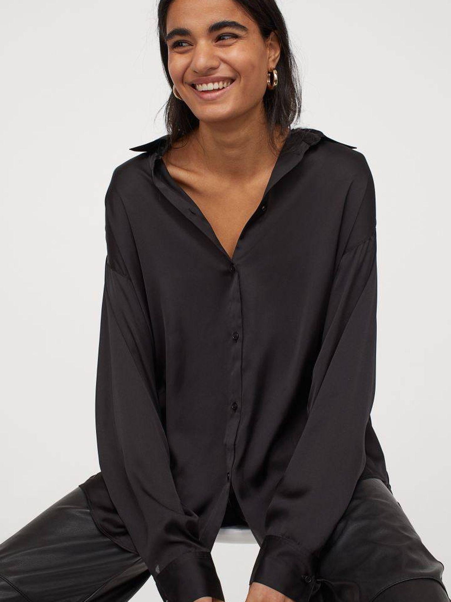 La blusa de HyM de color negro. (Cortesía)