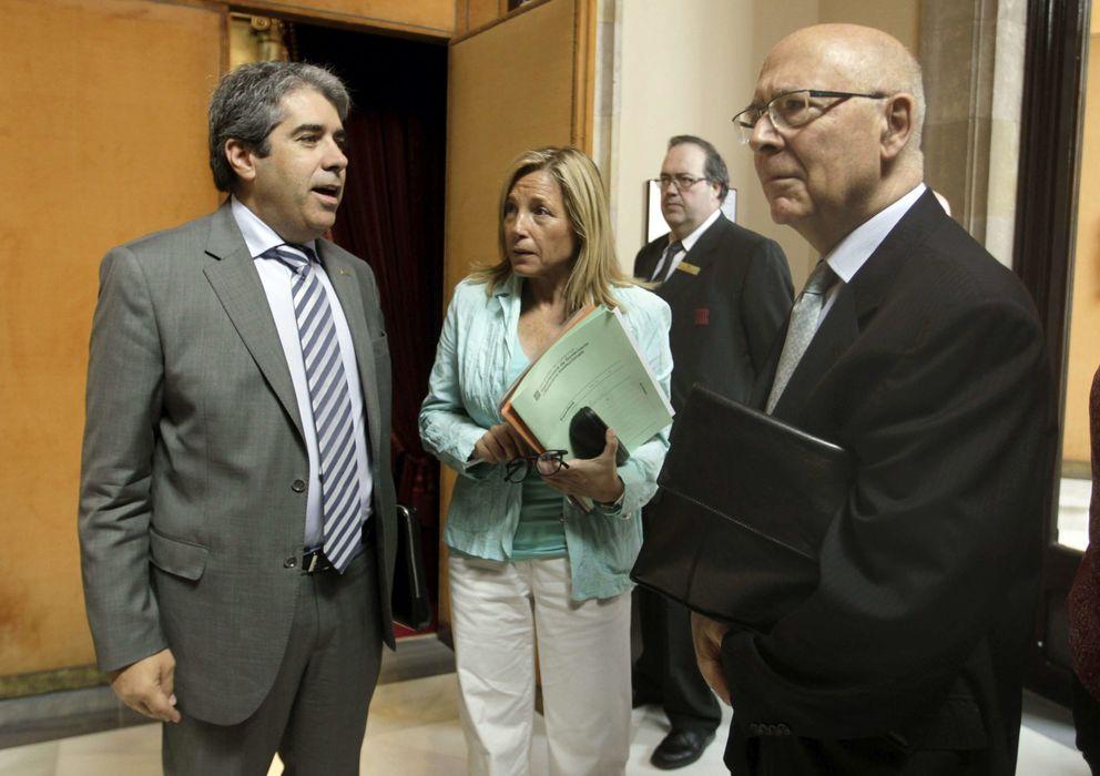Foto: La vicepresidenta de la Generalitat, Joana Ortega, en el centro.