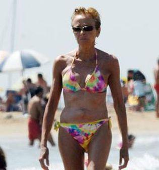Foto: De la Vega se pasea en bikini por las playas de Vilanova i la Geltrú