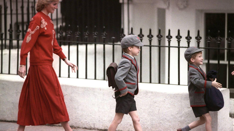 Diana con los pequeños Guillermo y Harry. (Cordon Press)