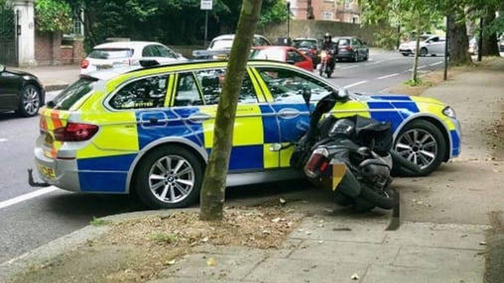 La policía de Londres acaba con los ladrones en moto provocando accidentes