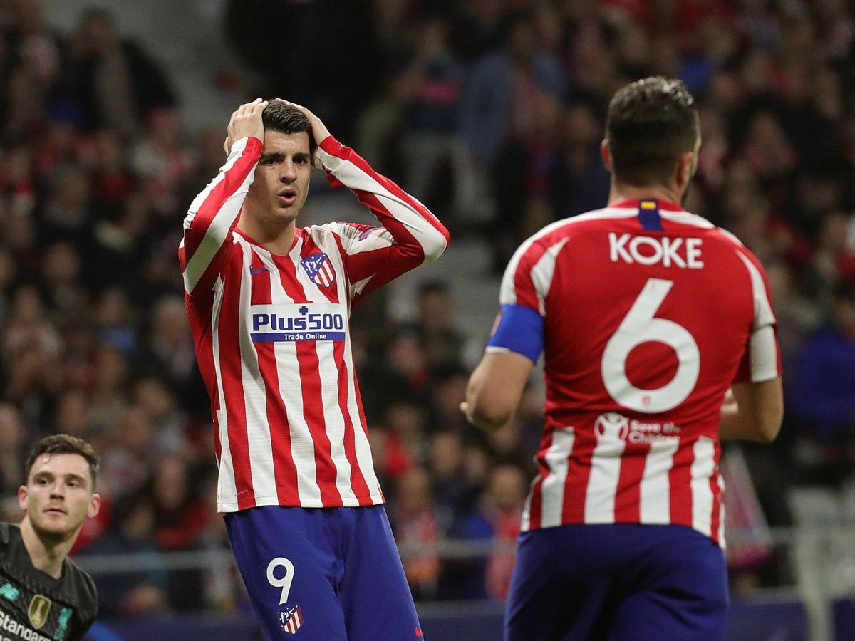 Foto: Álvaro Morata se lleva las manos a la cabeza después de la ocasión para hacer el segundo gol. (EFE)