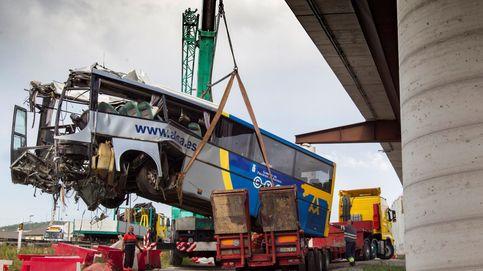 El autobús accidentado en Avilés rebasó  la velocidad permitida cuando impactó