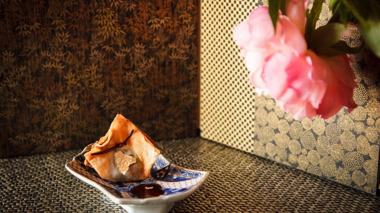 Kinchaku de cerdo y langostinos con oro y salsa de gyoza