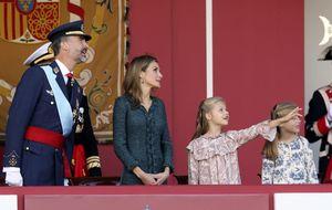 Felipe VI, Doña Letizia y sus hijas presiden la Fiesta Nacional